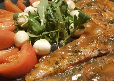Ensalada de salmón marinado